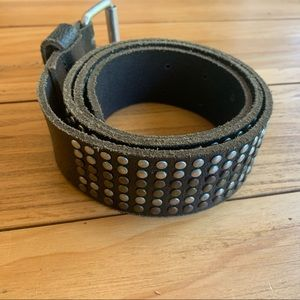 Accessories - Leather belt with studs S/M